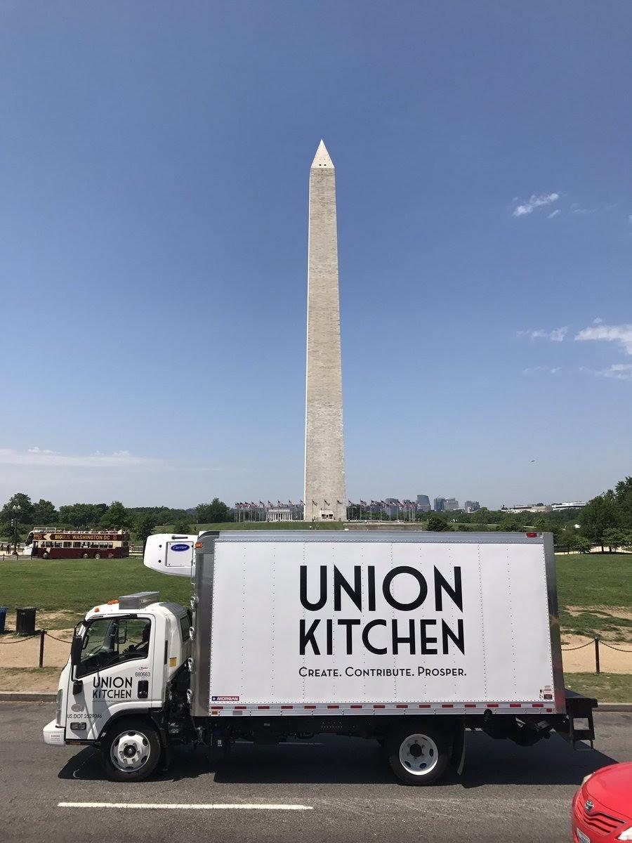 Distro Truck and Washington monument